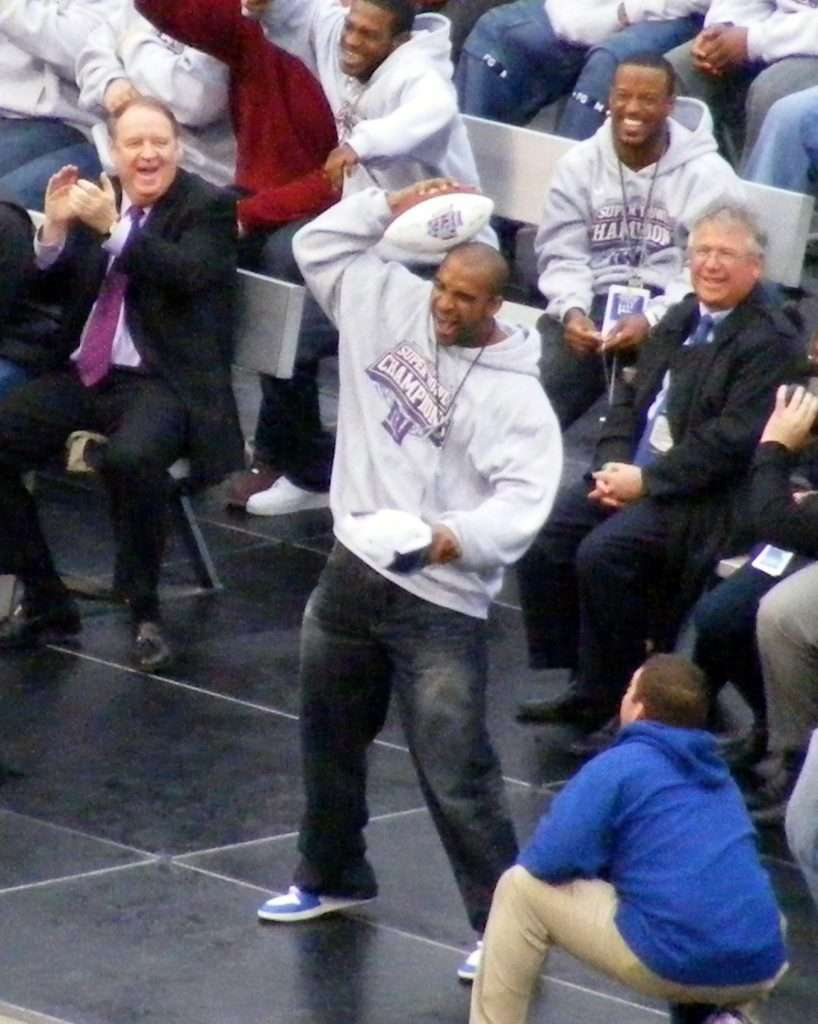 David Tyree Helmet Catch - Tyree Re-Enacts The Catch At The Giants Super Bowl Celebration