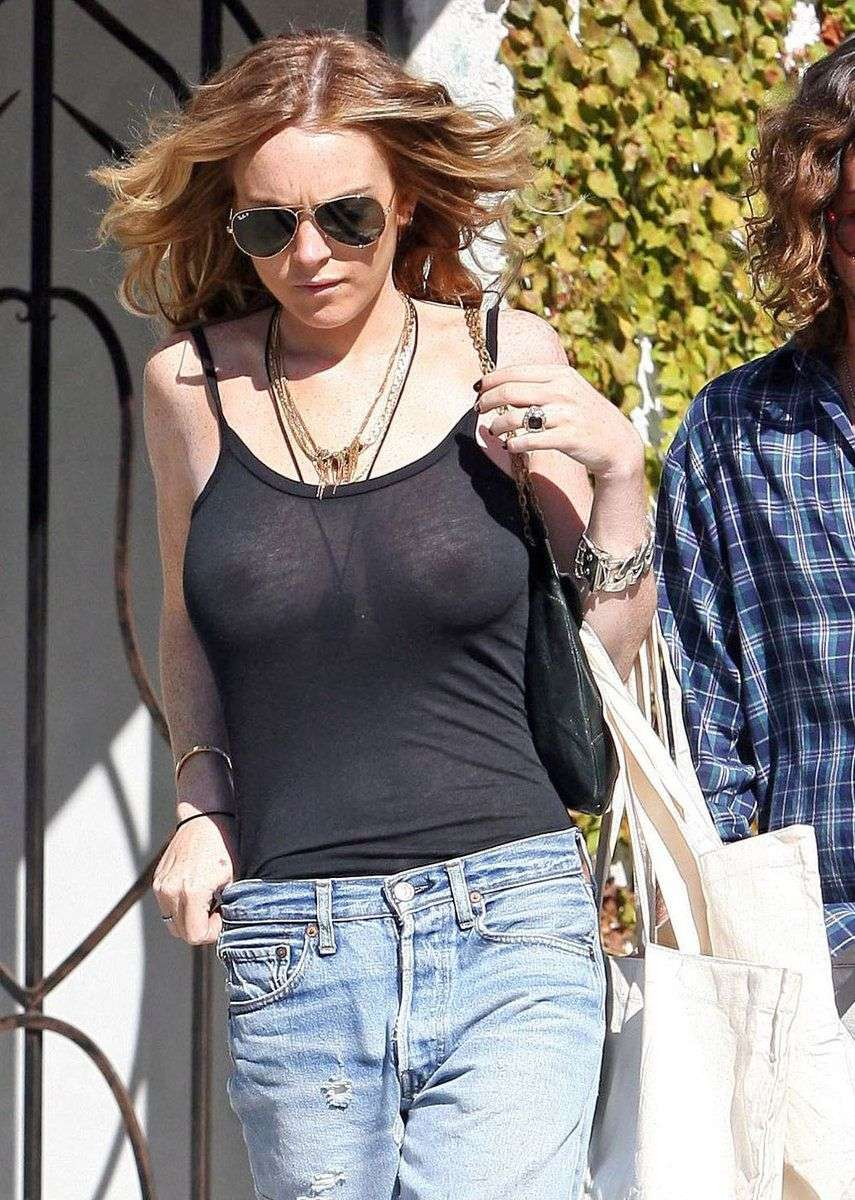 Lindsay Lohan Boobes Exposed Nipples